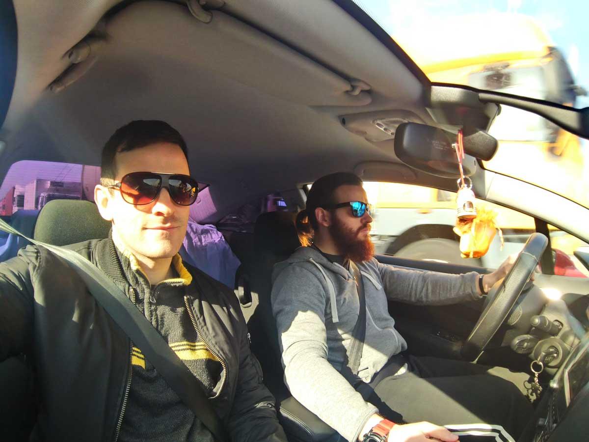 Itt épp csapattuk,, öcsémmel Maglód-felé az autópályán.