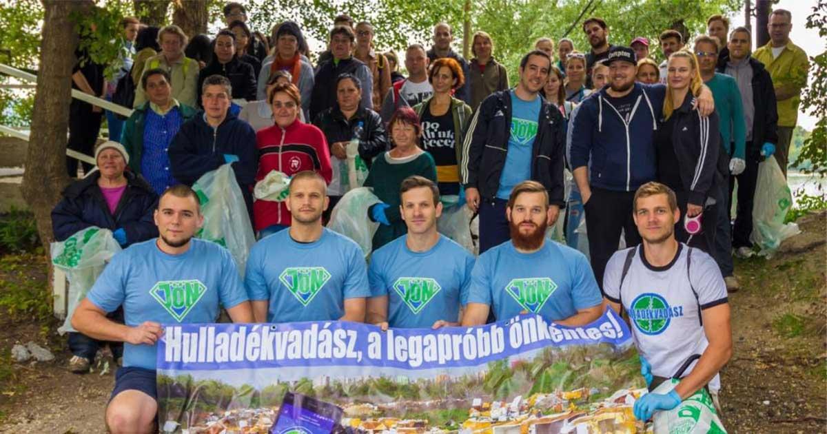 JÖN Alapítvány Teszedd akció 2017-ben a budapesti Népszigeten, közel 100 önkéntessel.